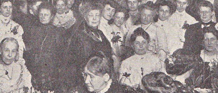 Detalje med Bertha von Suttner i midten og Emma Gad til højre