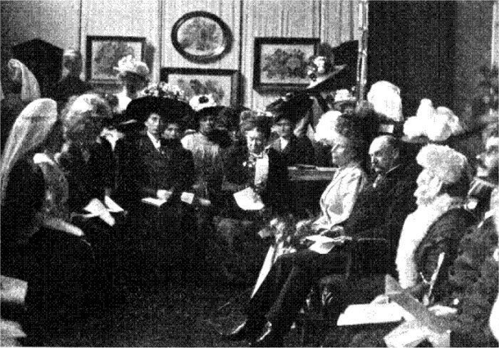 Kongen og Dronningen ved Kunstflidsforeningens Aarsfest. IT 2. oktober 1910.